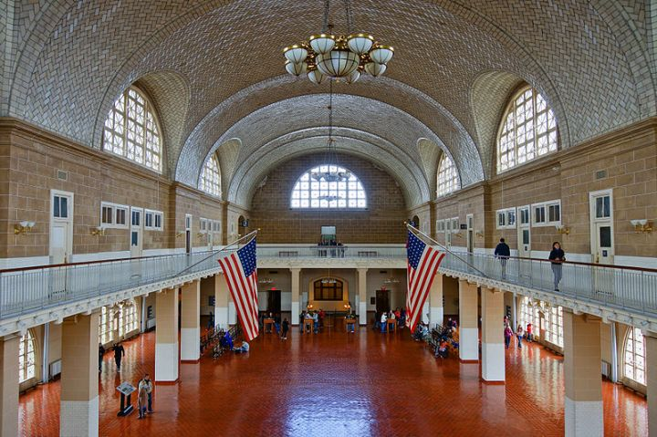 800px-Ellis_Island_-_Great_Hall